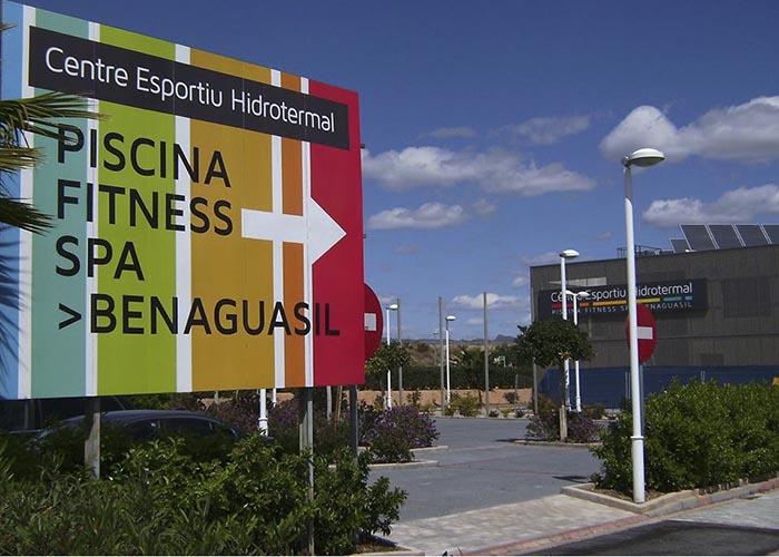 El complejo deportivo de Benaguasil cuenta con piscina, gimnasio y spa.