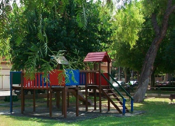 Zona verde con parque infantil ubicada en Bétera.
