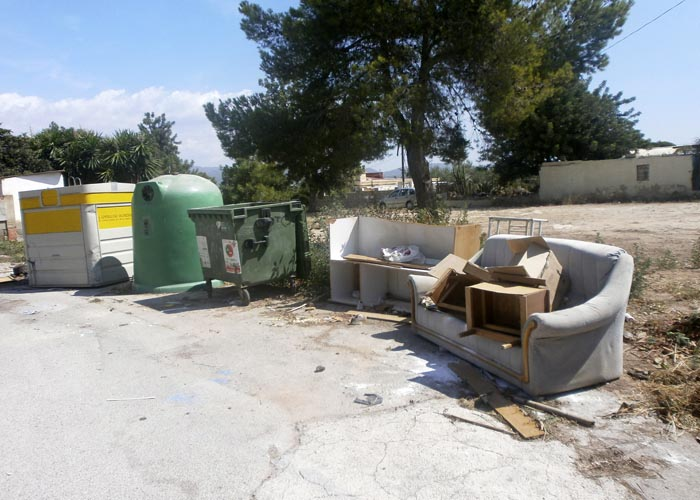 Una nueva ordenanza sancionar el dep sito de residuos for Recogida muebles ayuntamiento valencia