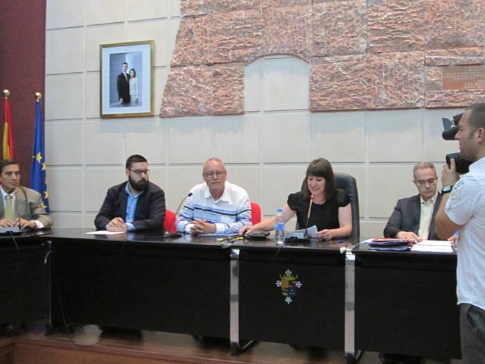 El ayuntamiento implanta un abono en la piscina con comida for Piscina municipal lliria