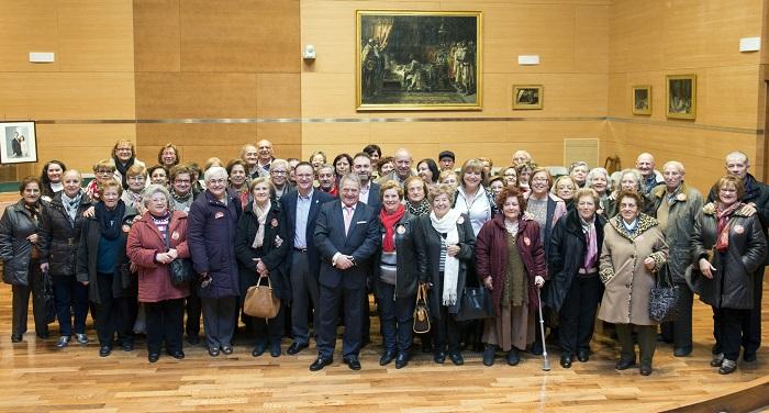El grupo de vecinos de Bétera con el alcalde Germán Cotanda y el presidente de la Diputación, Alfonso Rus.