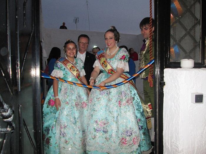 Las falleras mayores de Bétera inauguran la nueva sede de la Junta Local Fallera.