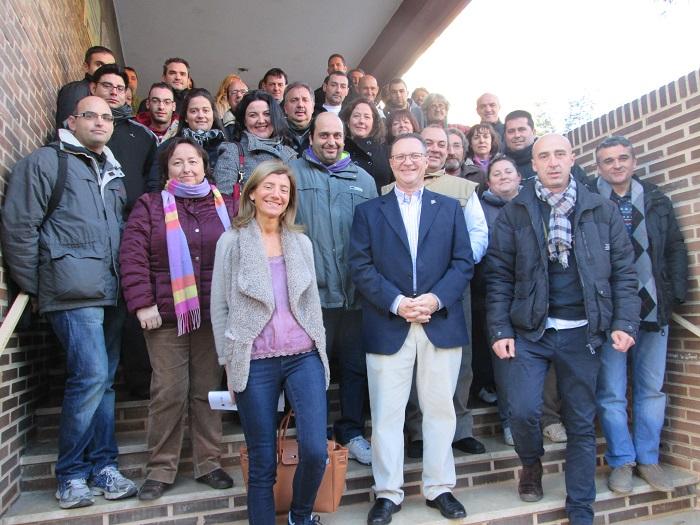 El alcalde de Bétera, con los trabajadores de un taller de empleo municipal.