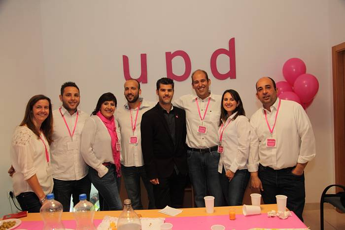 El aspirante de UPyD a la alcaldía de Bétera, David Aloy, en la inauguración de la Oficina del Candidato.