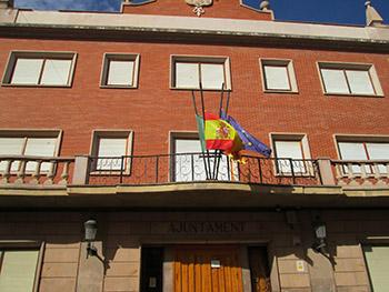 Banderas a media asta en el Ayuntamiento de Bétera
