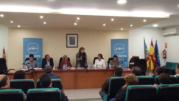 Isabel Bonig, ayer en la reunión con los candidatos populares a las alcaldías de la comarca de Camp de Túria.