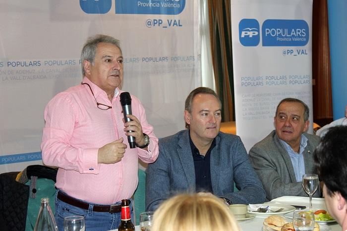Rus, Fabra y el alcalde de Llíria, Manuel Izquierdo, hoy en la capital de Camp de Túria.