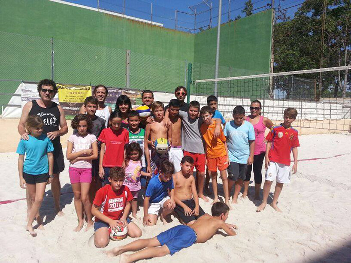 Participantes en la competición de 'Pequevoley' en l'Eliana