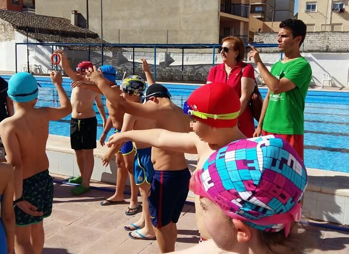M s de 870 escolares de ll ria participan en los cursos de for Piscina municipal lliria