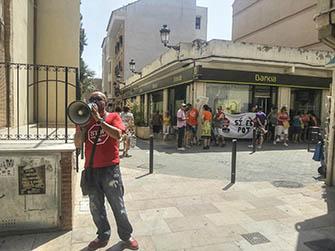 Concentració PAH Camp de Túria a l'oficina de Bankia en L'Eliana