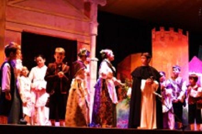 Representación de los niños actores del Altar del Tossal.