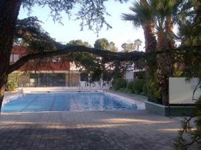 La piscina municipal abre sus puertas hasta el 11 de for Piscina municipal lliria