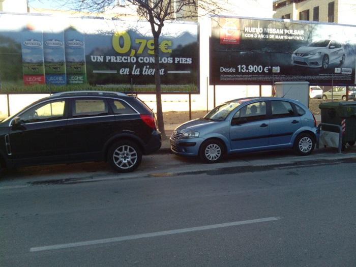 Zona autorizada para carga y descarga en la avenida Cortes Valencianas, sin señalizar.