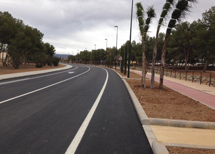 Nou vial d'accés a la zona residencial i comercial de 'El Osito'