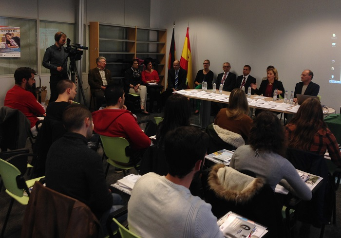 La alcaldesa de la Pobla y empresarios alemanes en la presentación de la convocatoria.