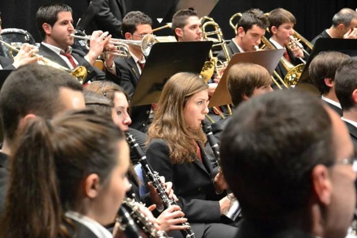 La Banda de la Pobla de Vallbona actuará mañana a las siete de la tarde en la Casa de la Cultura.