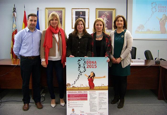 Contelles, con el cartel ganador del concurso para promocionar las actividades del Día de la Mujer.