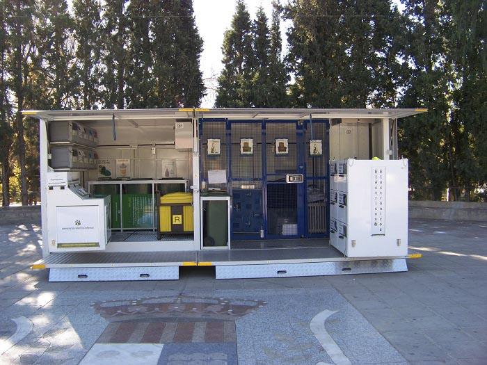 Ecoparque móvil en la Pobla de Vallbona.