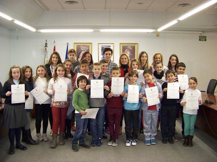 La alcaldesa Mari Carmen Contelles ha entregado los diplomas a los alumnos de la escoleta de inglés.