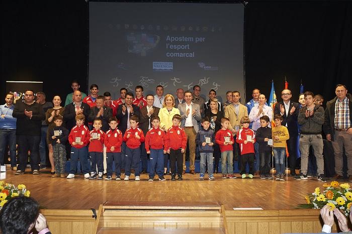 Deportistas y representantes de los municipios de Camp de Túria, en Gala del Deporte celebrada en la Pobla.
