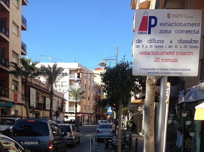 La nueva zona de aparcamiento señalizada.