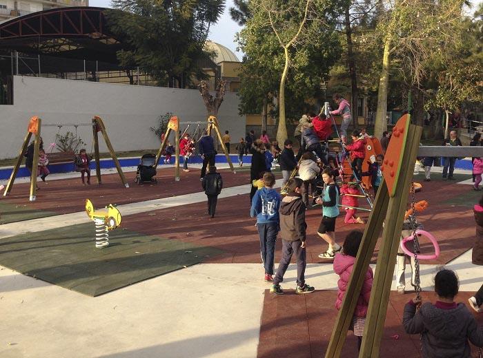 La nueva zona de juegos del parque municipal situado junto al colegio San José.