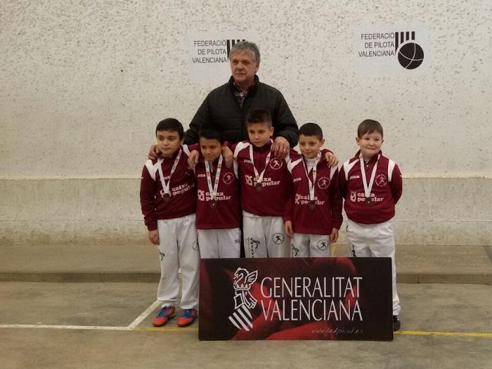 Equipo alevín del club de pelota de la Pobla de Vallbona.