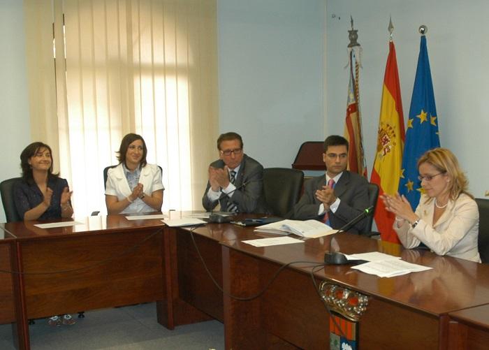 La alcaldesa de la Pobla, Mari Carmen Contelles en un pleno municipal.