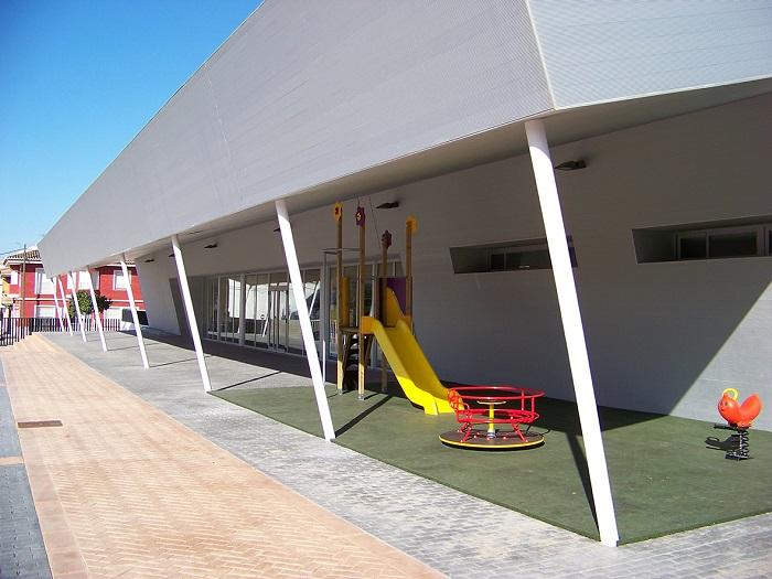 Nueva zona infantil ubicada en el acceso al polidepotivo municipal de La Pobla.