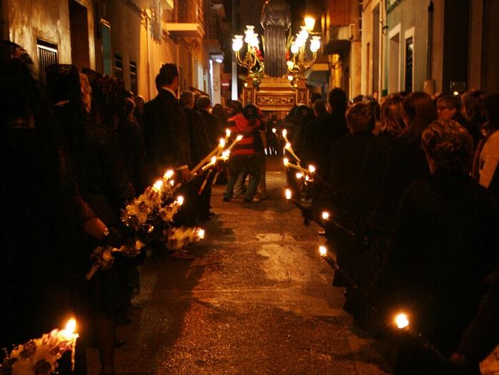 Procesión del Santo Entierro que se celebra el Viernes Santo en la Pobla de Vallbona.