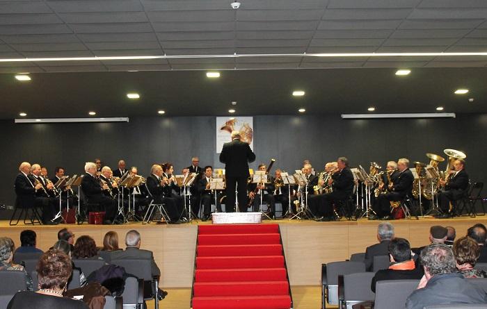 La banda ofreció un concierto en el acto de presentación del CD en el edificio multiusos de Llíria.