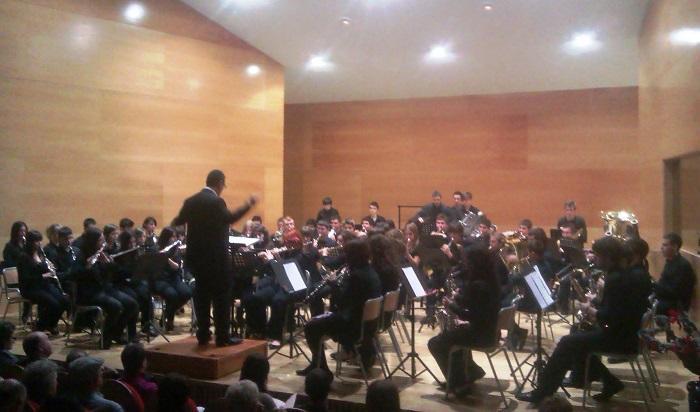 La banda del conservatorio de Llíria está dirigida por Vicente Carbonell.