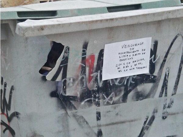 L`estat dels contenidors provoca les queixes ciutadanes.