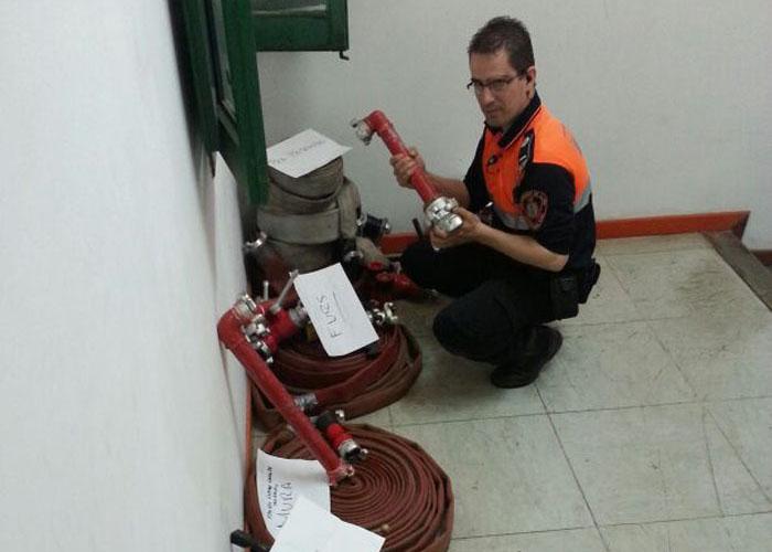 Protecció Civil revisa boques hidrants.