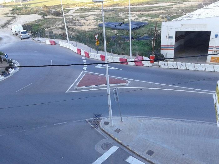 Rotonda de la calle Trencall con la calle Valencia en Llíria.