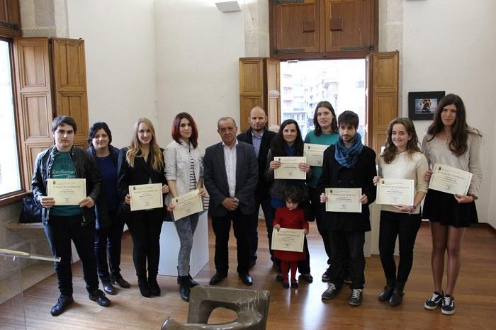El alcalde de Llíria, Manuel Izquierdo, con los premiados de la Setmana de la Dona.