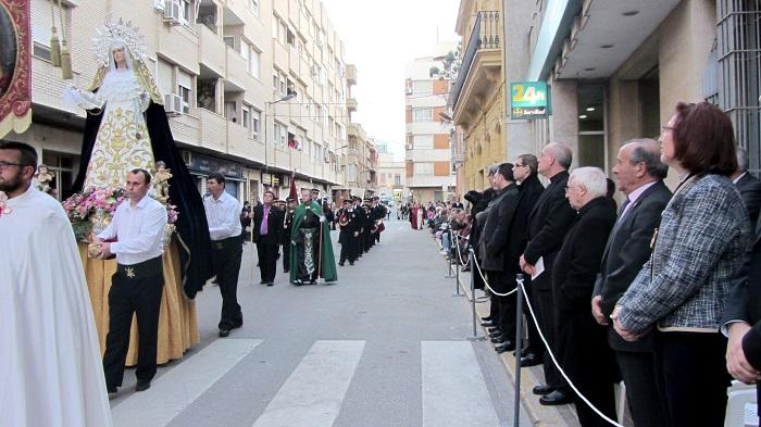 El alcalde de Llíria y el cardenal Cañizares, en un momento de la procesión. Foto: Encarna León (AVAN).