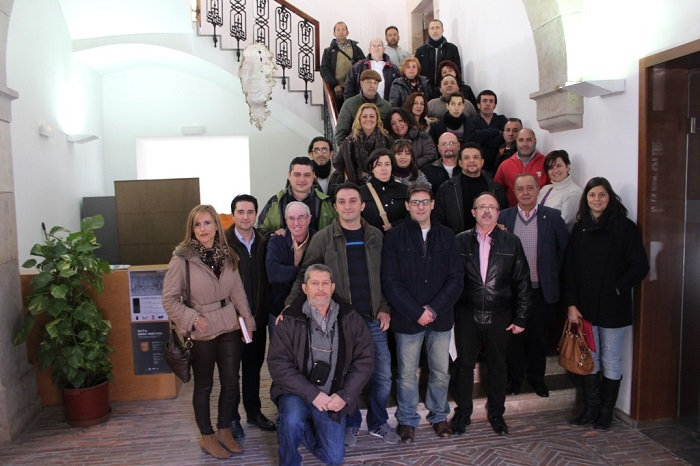 El alcalde ha recibido a los contratados en el taller de empleo Edeta II.