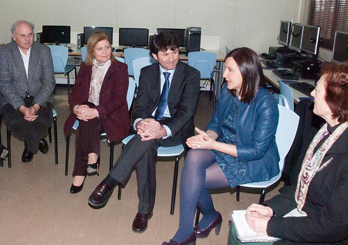 La consellera de Educación, María José Català,hoy en Loriguilla, durante su visita a colegio W.A.Mozart.