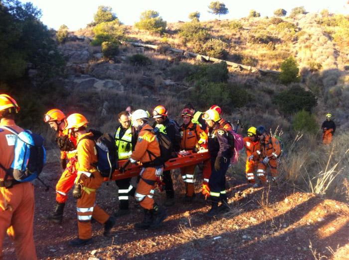 Voluntaris de Protecció Civil fan un simulacre de rescat a la Calderona