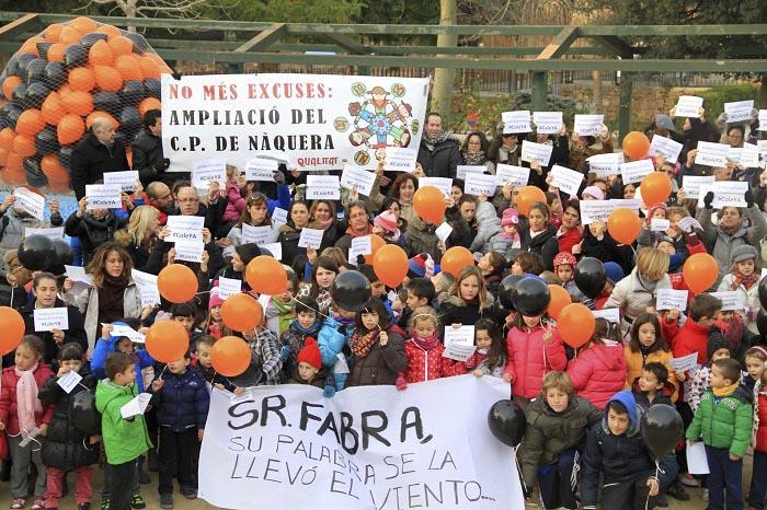 Protesta de los alumnos del colegio Emilio Lluch por el retraso de las obras.