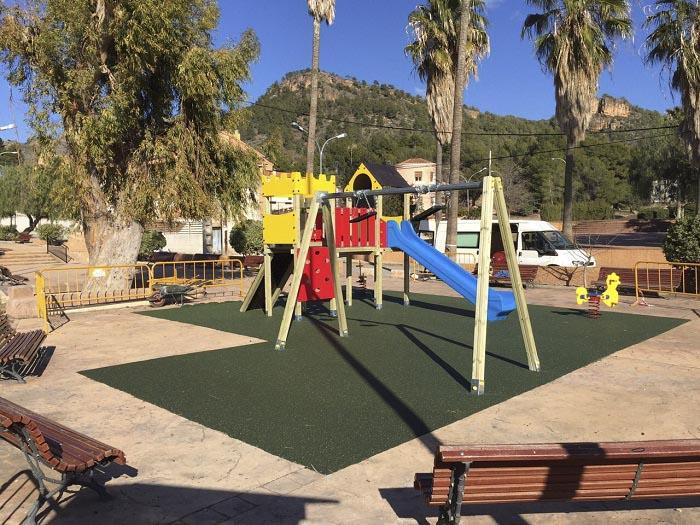 La nueva zona de juegos infantiles está ubicada en la calle San José.
