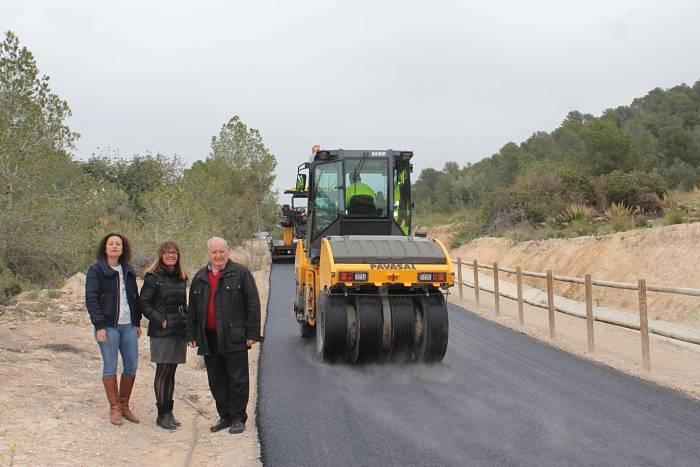 El alcalde de Riba-roja y la concejala de Obras visitaron los trabajos en el Camino de Cheste.