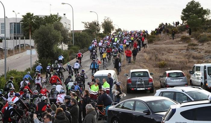 Participantes en la pasada edición de la carrera disputada en Riba-roja de Túria.