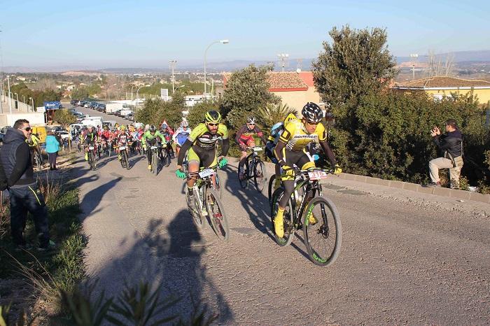 Participantes en la prueba ciclista disputada en Riba-roja de Túria el pasado fin de semana.