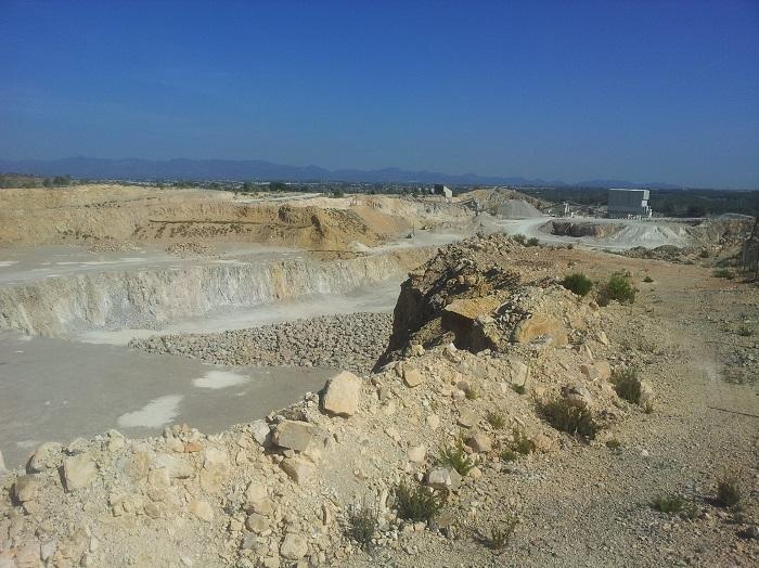 Una de las canteras de Riba-roja de Túria.