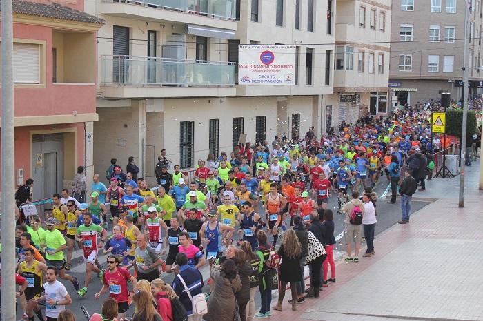 Más de 1.500 atletas corrieron el pasado domingo la Media Maratón de Riba-roja de Túria.