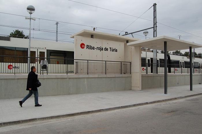 Una de las nuevas paradas de la línea 9 de metro de Riba-roja de Túria.