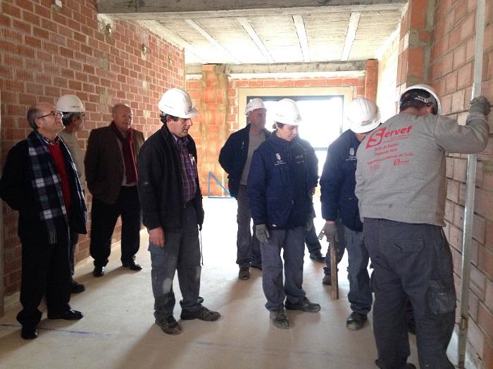 El alcalde de Riba-roja de Túria, Fracisco Tarazona, en la visista a las obras del vivero de empresas.