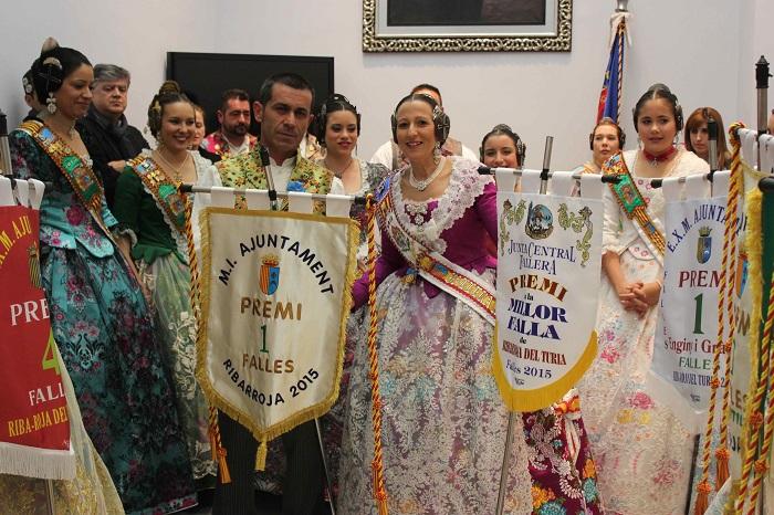 Los falleros de L'Harmonía, con el primer premio de las Fallas 2015.